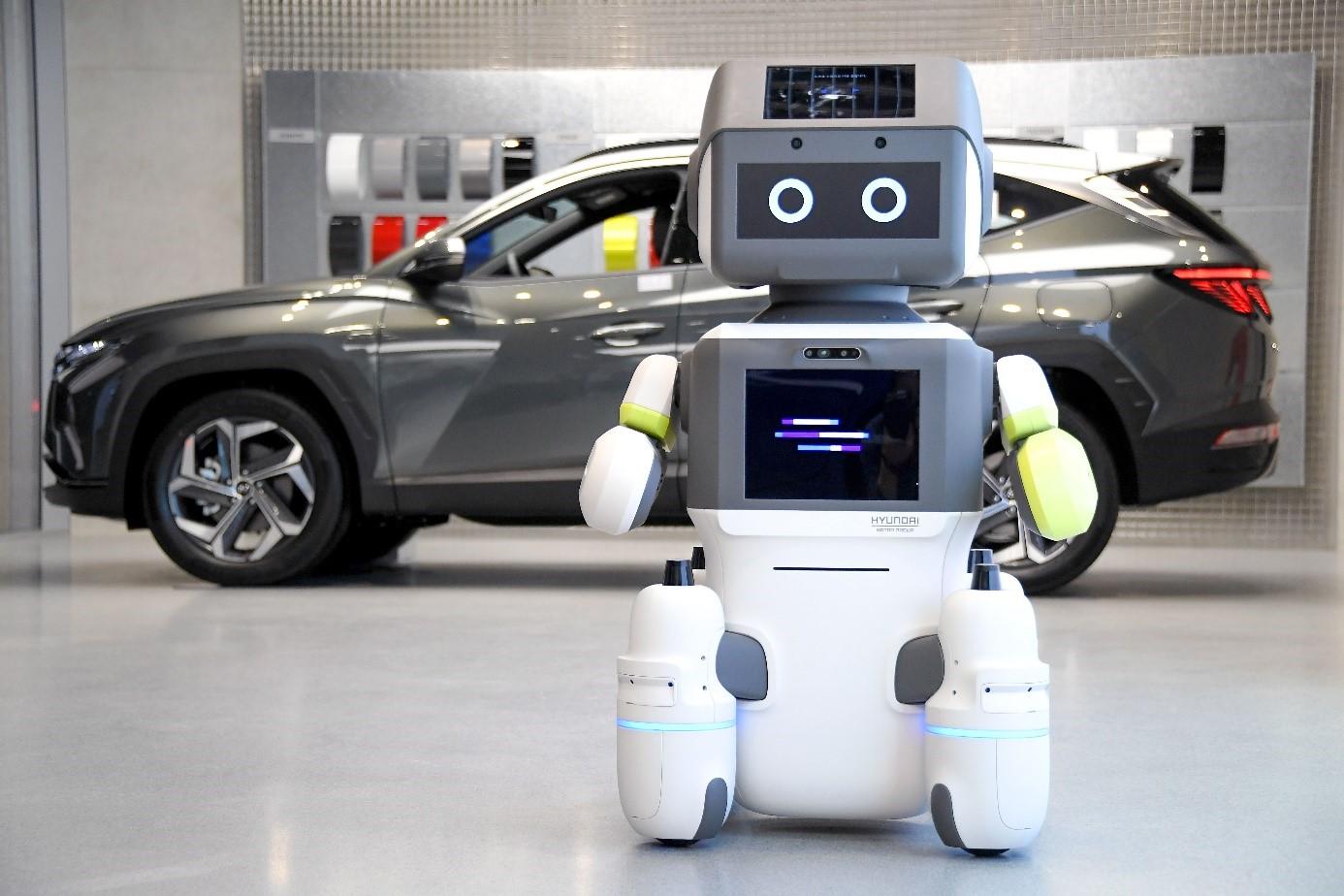 """V showroome Hyundai sa o zákazníkov postará robot """"DAL-e"""""""